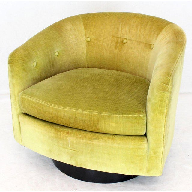 Mid-Century Modern Milo Baughman Single Lounge Chair Swivel Barrel Back Velvet Upholstery For Sale - Image 3 of 7