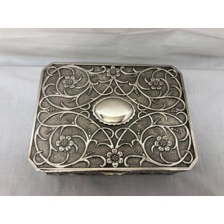 1980s English Traditional Silverplate Repoussé Jewelry Box Preview