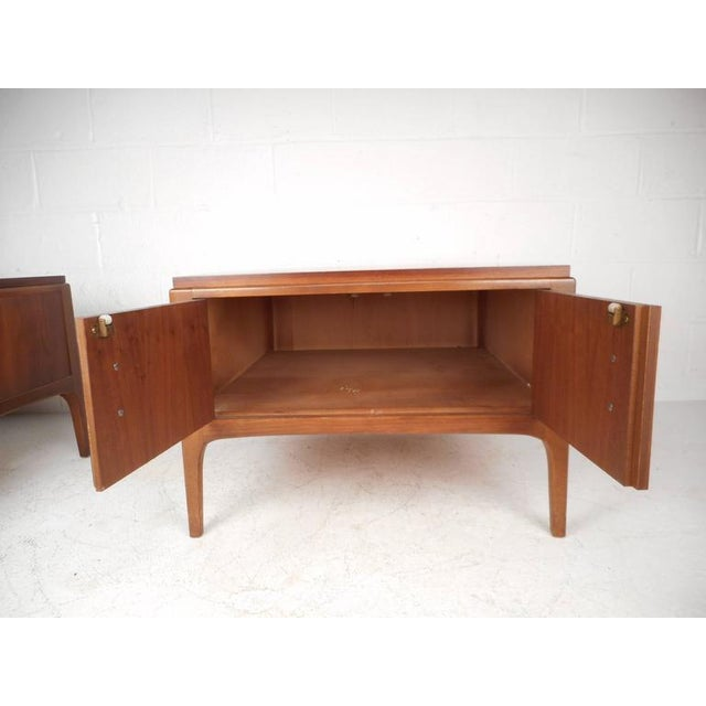 Lane Furniture Mid-Century Low End Tables - a Pair For Sale - Image 5 of 8