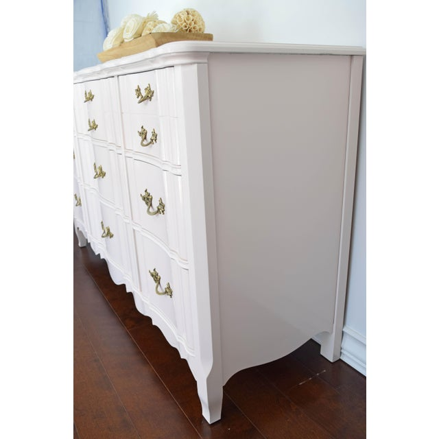 French Provincial Huntley Glossy Pink Lacquer Dresser For Sale In San Francisco - Image 6 of 13
