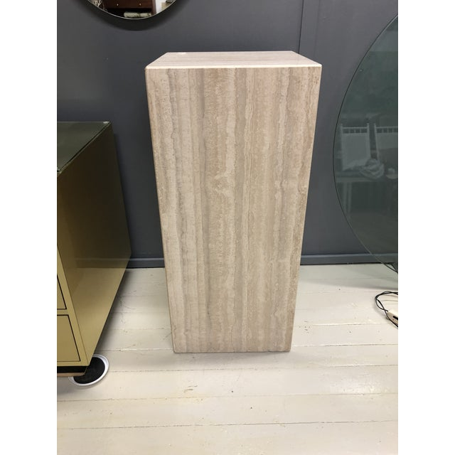 1970s Mid-Century Modern Italian travertine column pedestal with gorgeous veining throughout. Great accent piece for any...