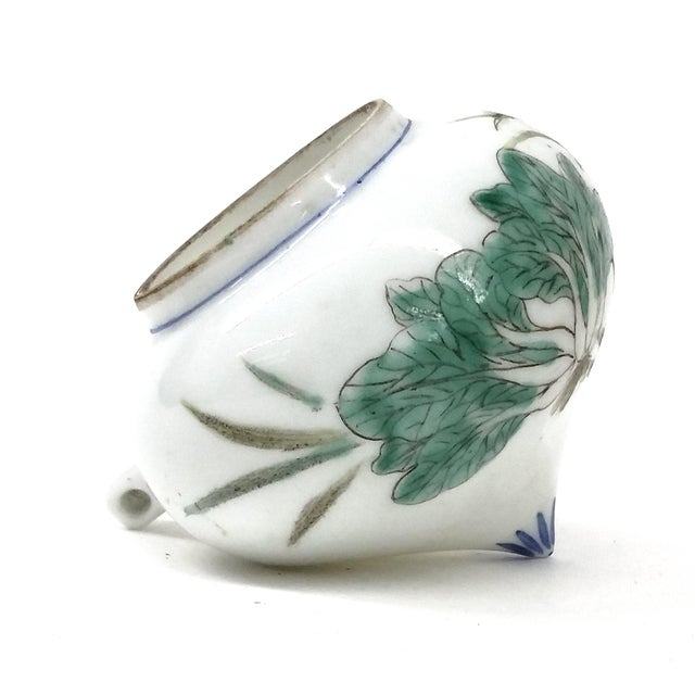 Beautiful paintings on this delicate porcelain bird feeder. Decorated with cabbage leaves and a locust in the middle. In...