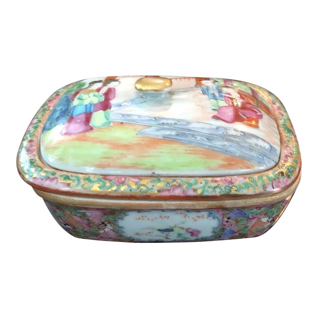 Chinese Early 19th C. Mandarin Porcelain Soap Dish For Sale