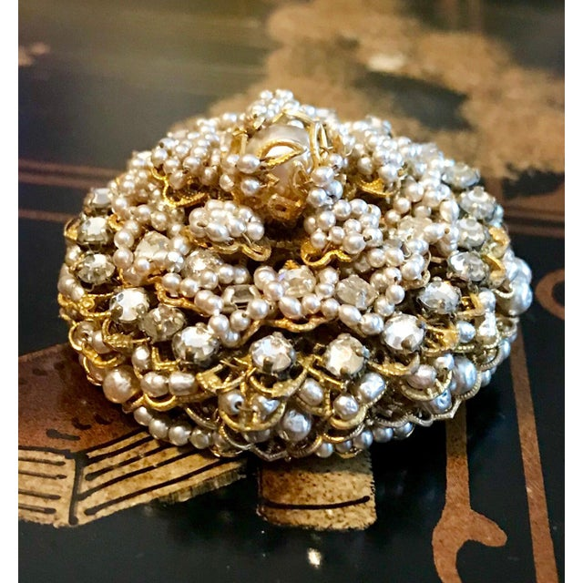 1960s 1968 William deLillo Faux-Pearl Brooch and Earrings For Sale - Image 5 of 7