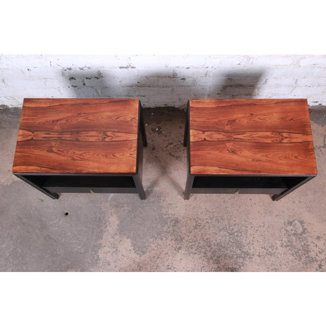 John Stuart for Mount Airy Mid-Century Modern Rosewood and Ebonized Wood Nightstands, Pair For Sale In South Bend - Image 6 of 13