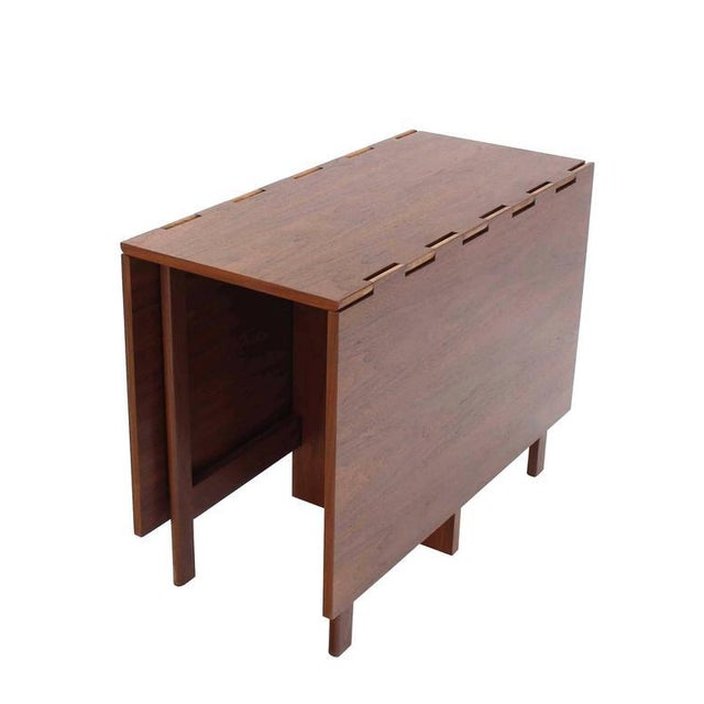Very nice Mid-Century Modern George Nelson drop-leaf dining table.