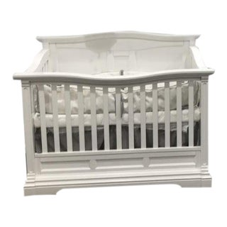 Romina Imperio 5-In-1 Crib in Solid White With 6 Drawer Dresser Showroom Sample For Sale