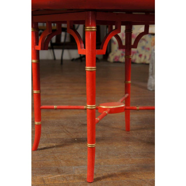 1970s Mid-Century Modern Scarlet & Gilt English Wooden Tray Coffee Table For Sale In New York - Image 6 of 7