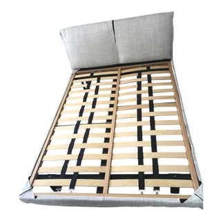 Contemporary Molteni & Co Queen Niko Bedframe For Sale