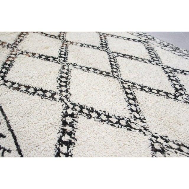 Vintage Beni Ourain Carpet - 5′9″ × 9′ - Image 4 of 6