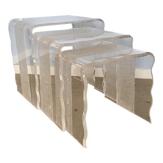 1980s Contemporary Acrylic Nesting Tables With Scalloped Edges - Set of 3 For Sale