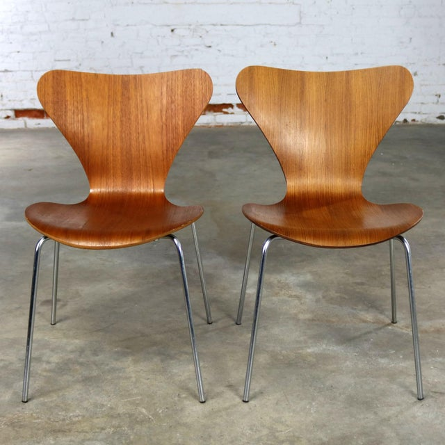 Series 7 Chairs by Arne Jacobsen for Fritz Hansen Vintage MCM Molded Teak a Pair For Sale - Image 9 of 13