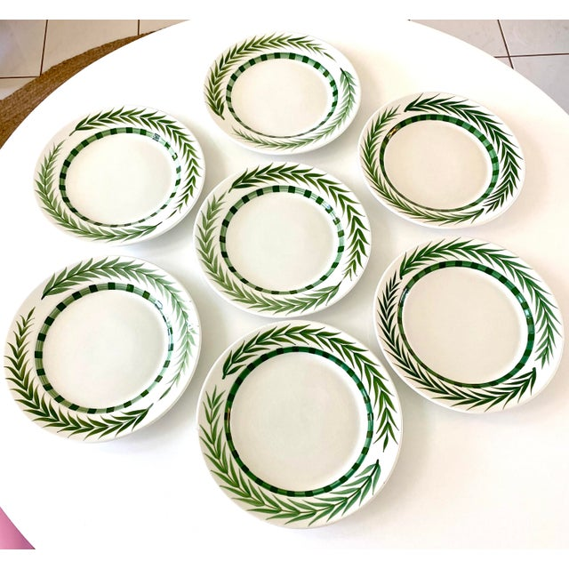 Mid-Century Modern Este Ceramiche Vietri Green Laurel Rim Dinner Plates - Set of 7 For Sale - Image 3 of 10