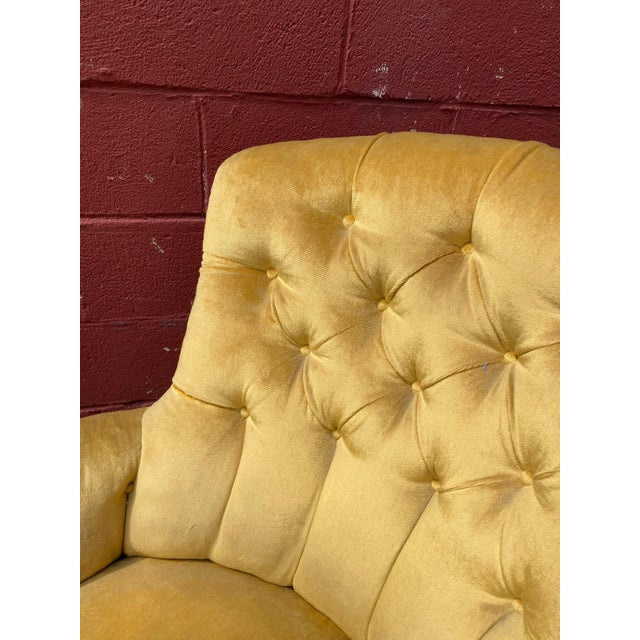 French Napoleon III Chaise Longue in Gold Velvet For Sale - Image 10 of 13