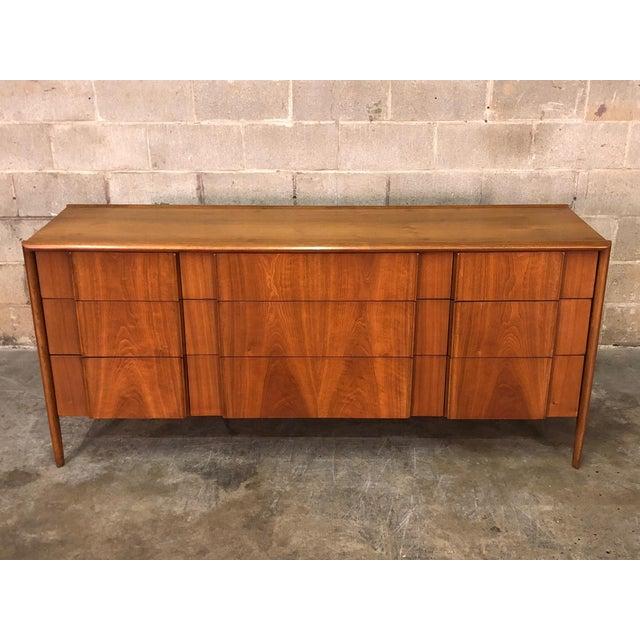 Mid-Century Modern Barney Flagg for Drexel Parallel Mid-Century Modern 9-Drawer Dresser For Sale - Image 3 of 8