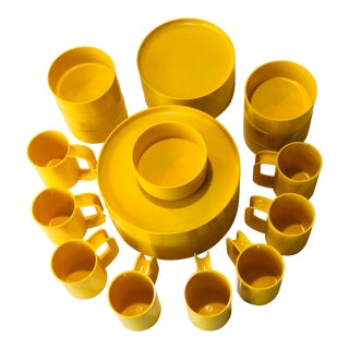 Heller Vignelli Yellow Dinnerware - 31 Pieces Set For Sale