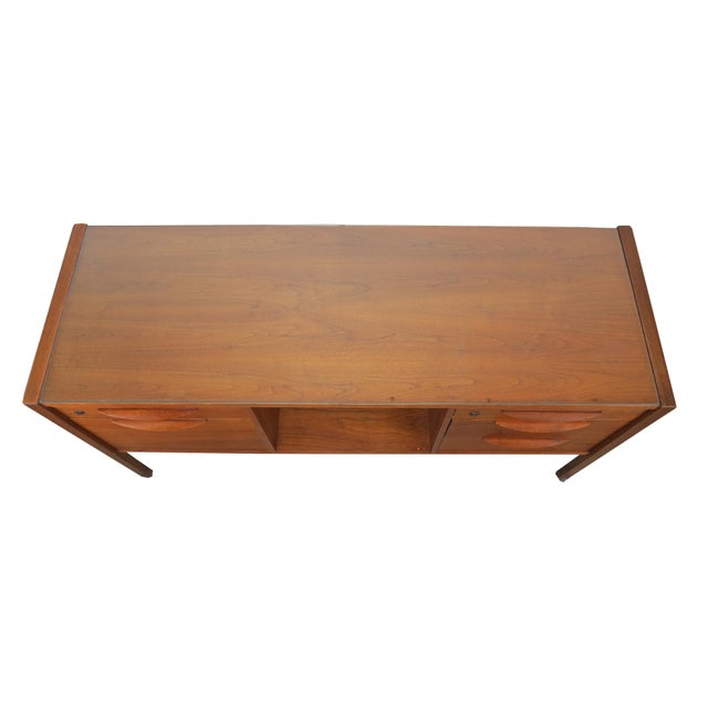 1950s Scandinavian Modern Jens Risom Walnut and Glass 5-Drawer Credenza For Sale - Image 11 of 13