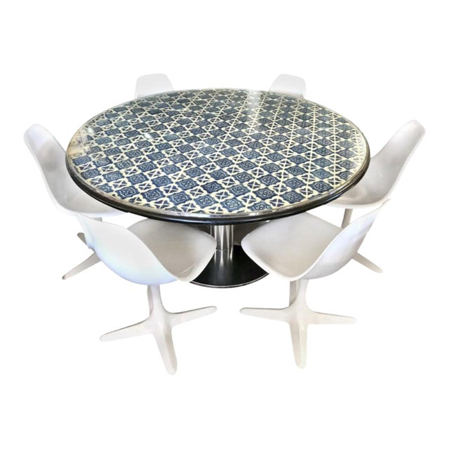 Mid-Century Blue and White Spanish Tile Top Table and Six Saarinen Tulip Chairs Set For Sale