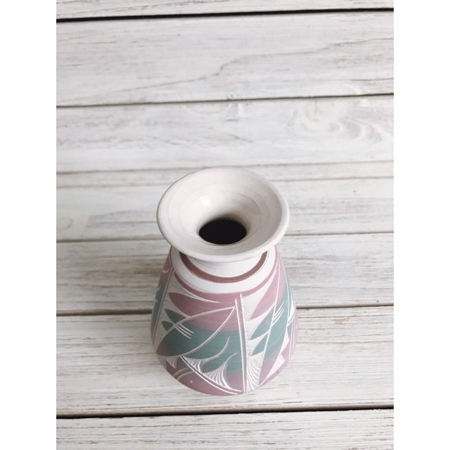 Southwestern Etched Pottery Vase For Sale In Chicago - Image 6 of 8
