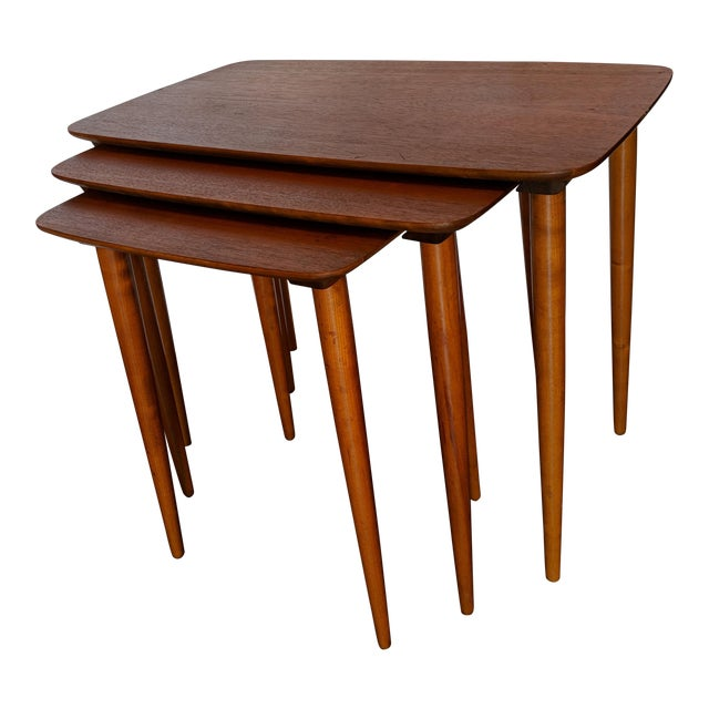 Vintage Mid-Century Nesting Tables - Set of 3 For Sale