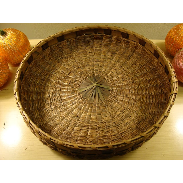 Vintage Spun Satin Ornaments in Antique Baskets - Image 4 of 8