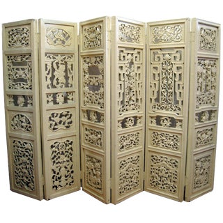 Early 20th Century Chinese Carved Wood Room Divider For Sale