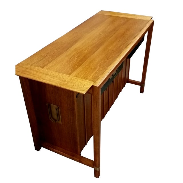 Mid-Century Modern Hickory Manufacturing Company Buffet For Sale - Image 3 of 6