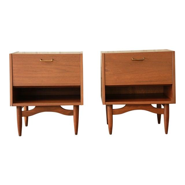 Merton Gershun Mid-Century Modern Walnut Nightstands - Pair For Sale