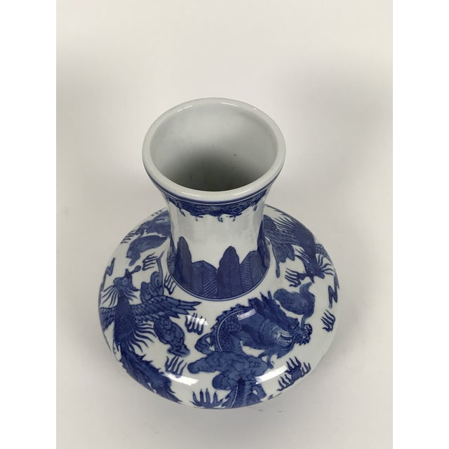 Vintage 1950s Chinoiserie Blue and White Vase For Sale - Image 4 of 6