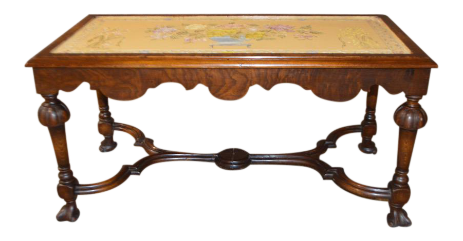 Exceptionnel Vintage Rectangular Tudor Style Cocktail Table W/Hand Painted Top