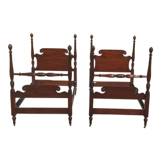 1920's Traditional Kindel Furniture Mahogany Twin Pineapple Poster Beds - a Pair For Sale