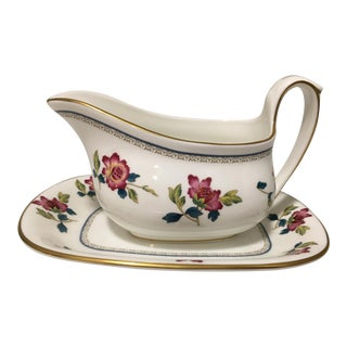 Vintage Traditional Wedgewood Chinese Flowers Gravy Boat and Under Plate Set - 2 Pieces For Sale