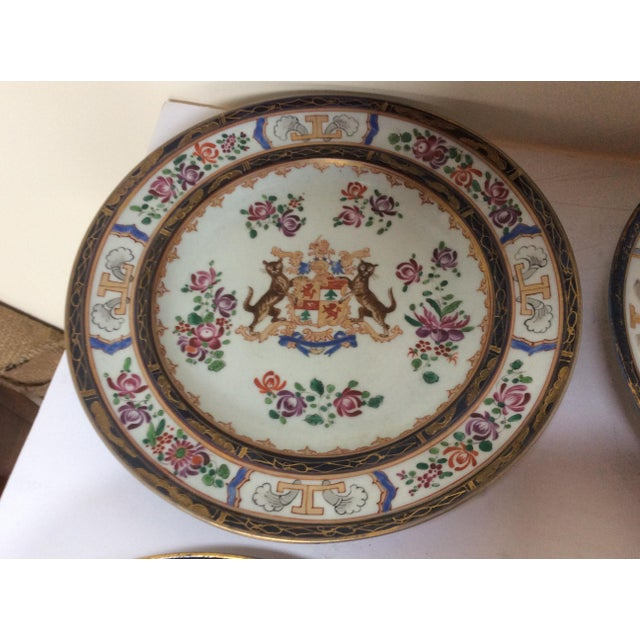 French Chinese Export Style Armorial Plates - Set of 6 For Sale In San Antonio - Image 6 of 9