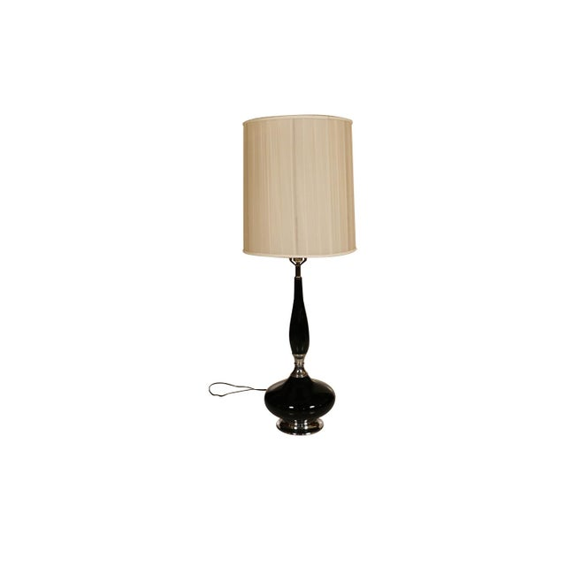 1960s Mid Century Hollywood Regency Black Ceramic Chrome Table Lamp For Sale - Image 5 of 10