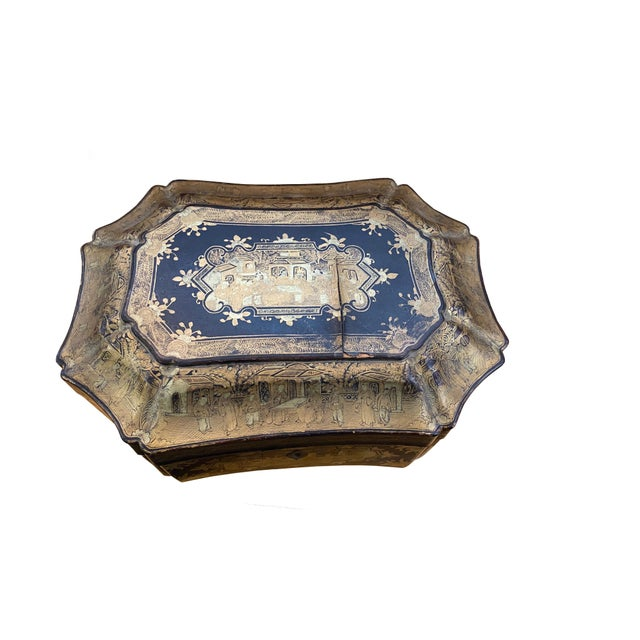 Early 20th Century Chinoiserie Black and Gilt Lacquered Box For Sale - Image 4 of 9