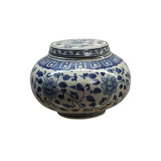Chinese Oriental Small Blue Off-White Porcelain Round Container Urn For Sale