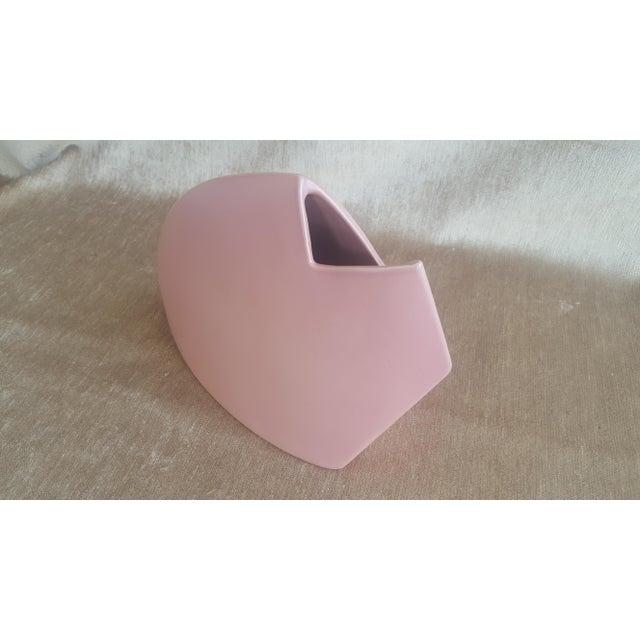 1980s Modernist Abstract J Johnston Salmon Pink Sculptural Vase Signed For Sale - Image 4 of 12