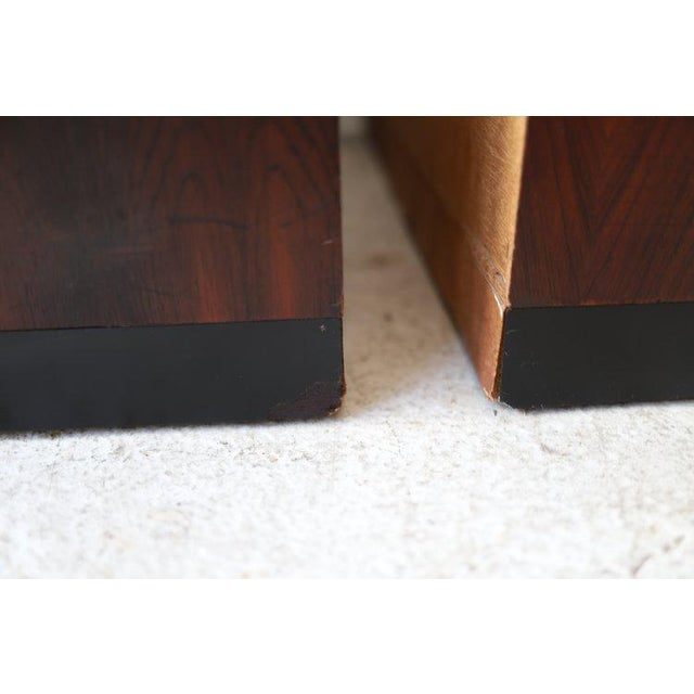 Pair of Vintage Mid Century Modern Nightstands by Dillingham For Sale - Image 9 of 10