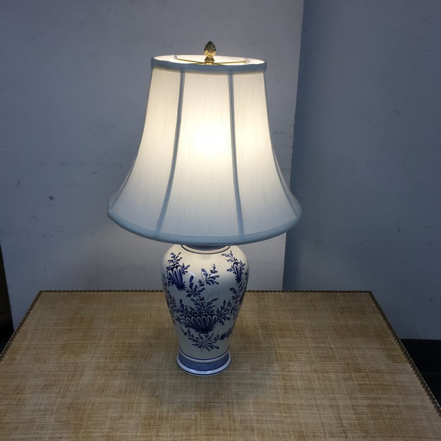 Eximious of London Blue & White Hand Painted Table Lamp - Image 3 of 9