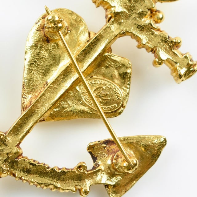 1980s Christian Lacroix Paris Signed Large Gilt Metal Anchor Pin Brooch With Heart For Sale - Image 5 of 7