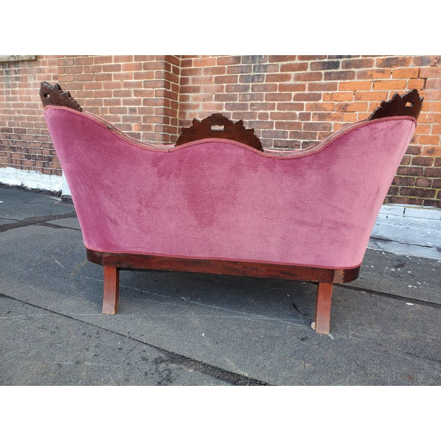 1920s Antique Victorian Pink Velvet Carved Wood Purple Settee For Sale - Image 5 of 9