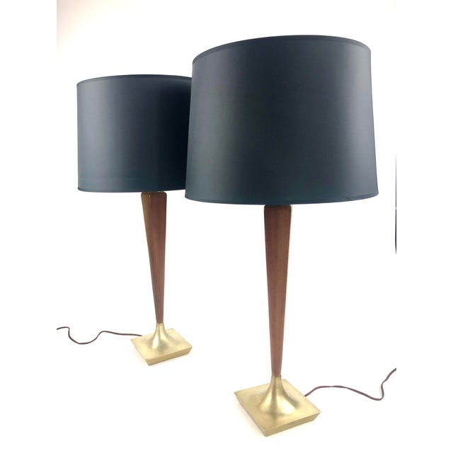 Laurel Lamp Company Pair of Vintage Laurel Walnut & Brass Table Lamps For Sale - Image 4 of 4