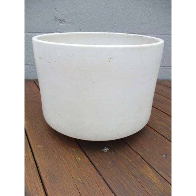Mid-Century Modern Mid-Century Off-White Ceramic Planter Gainey Style Architectural Pottery For Sale - Image 3 of 11