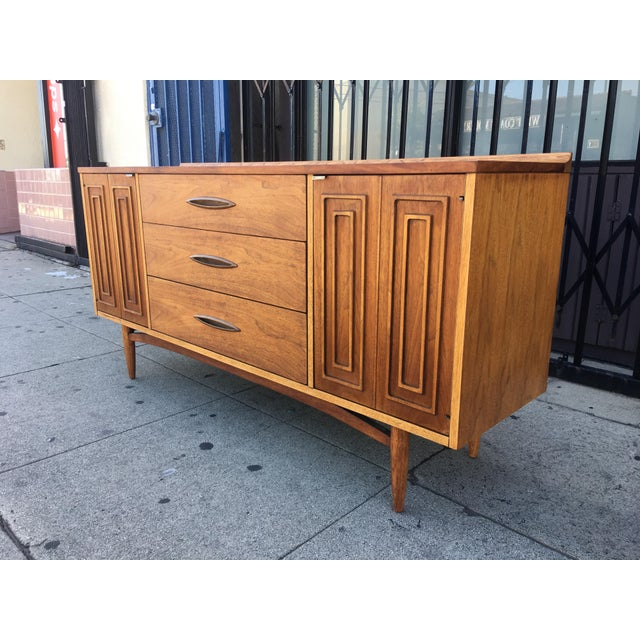 Broyhill Tan Sculpture Credenza - Image 6 of 10