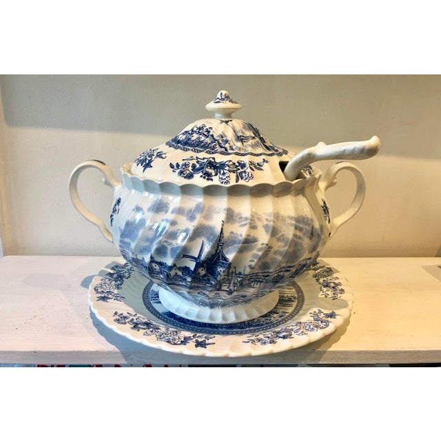 Johnson Brothers Johnson Brothers English Tureen & Under-Plate Set For Sale - Image 4 of 4