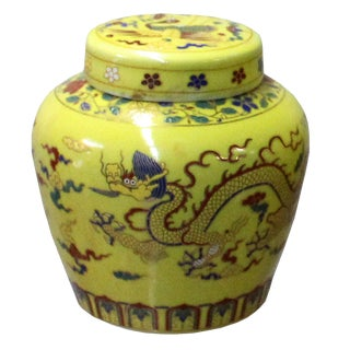 Chinese Yellow Porcelain Color Dragons Theme Urn Jar Container For Sale