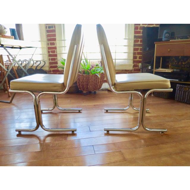 Square modern upholstered on chrome tubular design