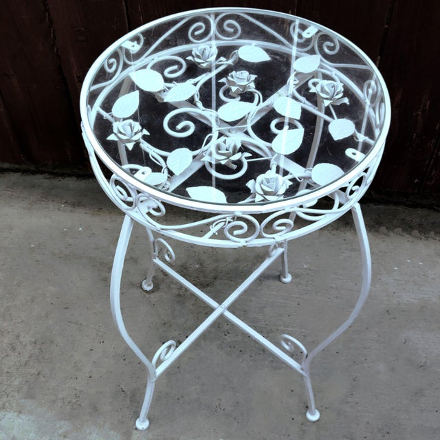 White Palm Springs Regency White Iron Rose Bud Decorated Side Tables - a Pair For Sale - Image 8 of 12