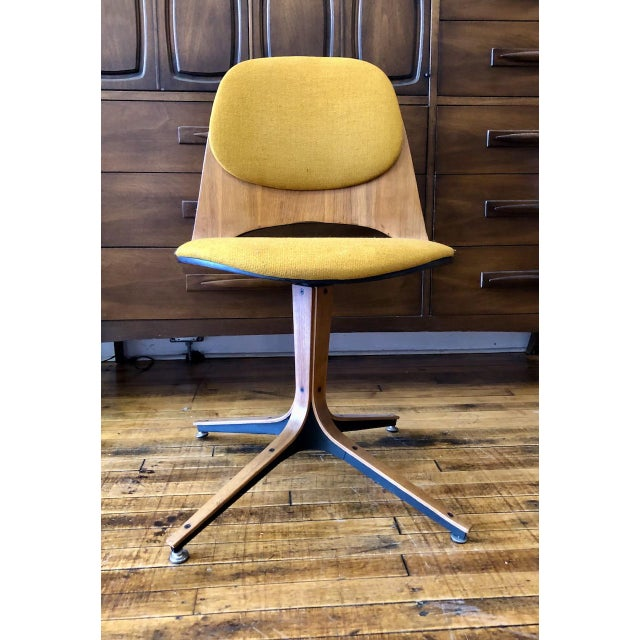 Mid Century George Mulhauser Swivel Chair for Plycraft For Sale In Boston - Image 6 of 7