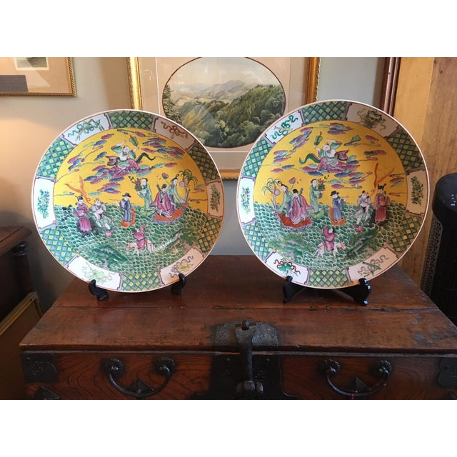 19th Century Qing Dynasty Famille Juane Chargers - a Pair For Sale - Image 12 of 12